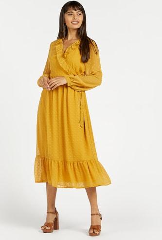 فستان ميدي ملفوف متعدد الطبقات بارز الملمس بأكمام بيشوب وتفاصيل كشكش