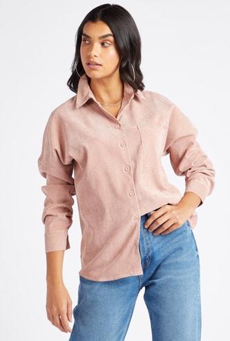 قميص كوروداي  بارز الملمس بياقة عادية وأكمام طويلة