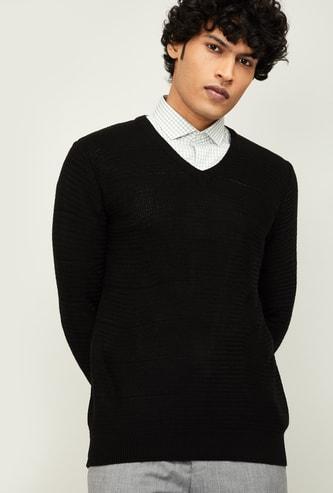 CODE Men Solid V-neck Sweater