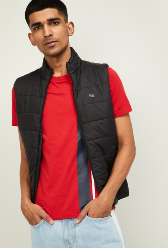 STATUS QUO Men Solid Sleeveless Quilted Jacket