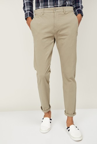 LEVI'S Men Solid Slim Tapered Casual Trousers