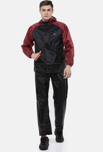 WILDCRAFT Men Colourblocked Hooded Rain Jacket with Trousers