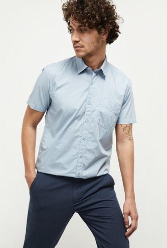MAX Solid Spread Collar Half-Sleeve Casual Shirt