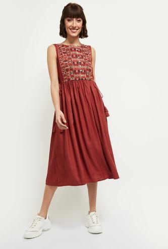 MAX Embroidered Sleeveless Midi Dress