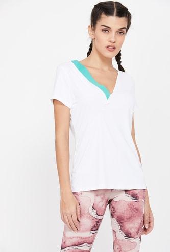 REEBOK Solid Regular Fit V-neck T-shirt
