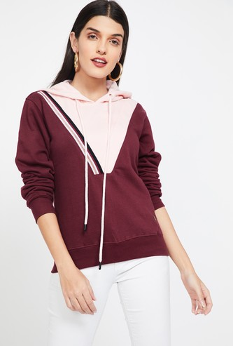 CAMPUS SUTRA Colourblocked Hooded Sweatshirt