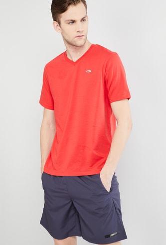 MAX Solid V-neck T-shirt
