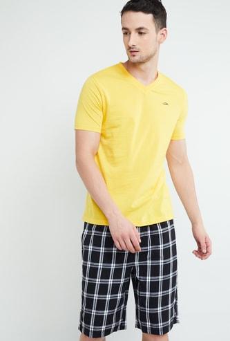 MAX Solid V-neck Regular Fit T-shirt