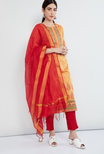 MAX Embroidered Kurta with Zari Detailed Dupatta and Solid Pant