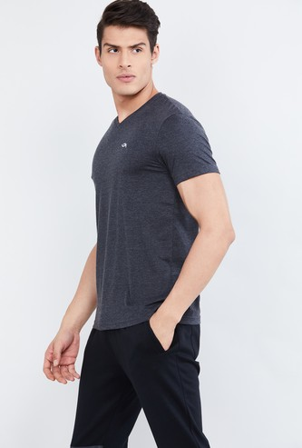 MAX Textured V-neck T-shirt