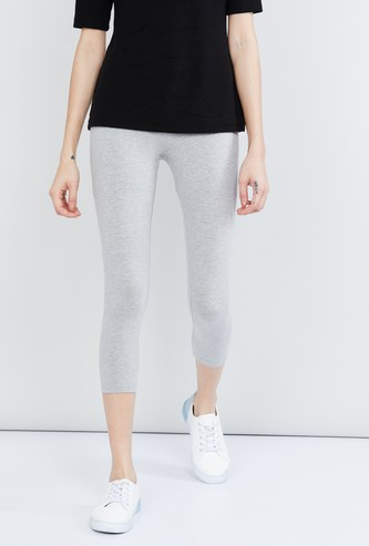 MAX Solid Knitted Capri Leggings