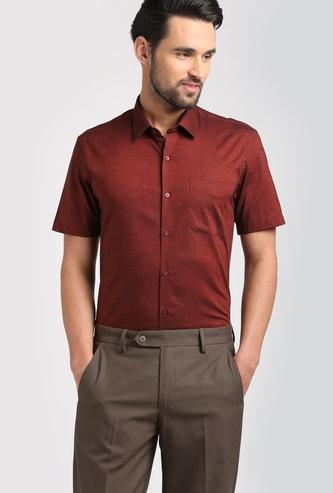 PETER ENGLAND Men Solid Short Sleeves Slim Fit Formal Shirt