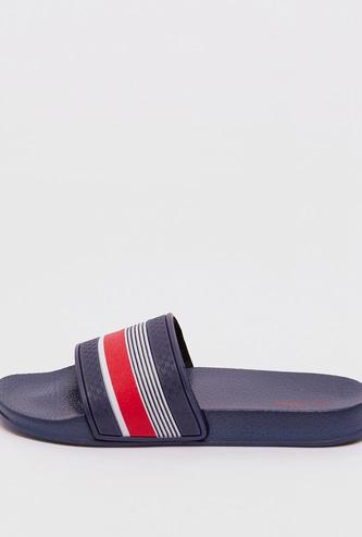 حذاء خفيف بارز الملمس بأشرطة مخططة