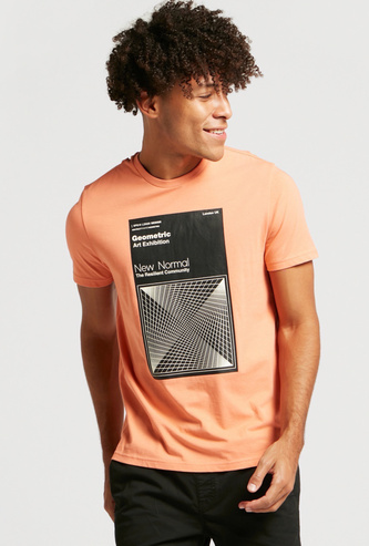 Graphic Print T-shirt with Crew Neck and Short Sleeves