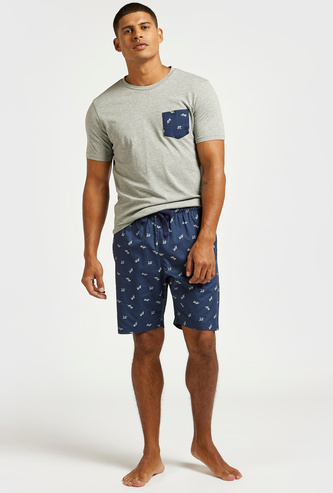 Round Neck Pocket T-shirt with Contrast Print Shorts
