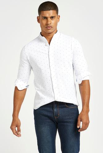 قميص بأكمام طويلة وياقة ماندارين وطبعات
