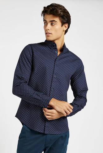 قميص دوبي بطبعات وياقة واسعة وأكمام طويلة