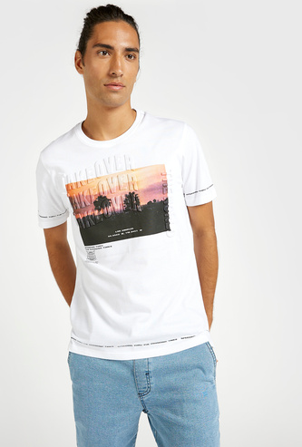 Embossed Graphic Print T-shirt with Round Neck and Short Sleeves