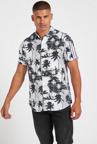 قميص سليم بياقة عادية وطبعات كامبينج