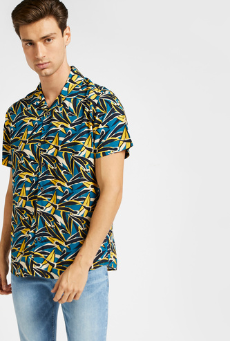Slim Fit All-Over Print Shirt with Spread Collar and Short Sleeves