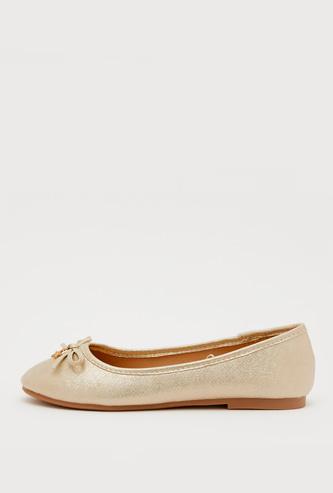 حذاء باليرينا بارز الملمس بزخارف فيونكة