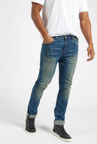 بنطلون جينز دنيم طويل بخصر متوسّط الارتفاع وزر إغلاق وجيوب