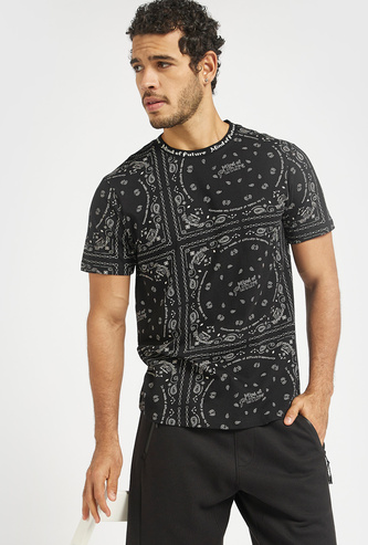 All-Over Bandana Print Round Neck T-shirt with Short Sleeves