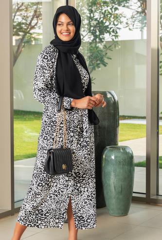 فستان قميص طويل بياقة عادية وأكمام طويلة وطبعات النمر
