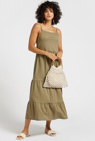 فستان ميدي سادة متعدد الطبقات بياقة مربعة وأشرطة