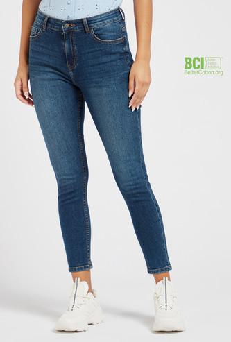 بنطلون جينز قصير سكيني سادة بخصر مرتفع وحلقات حزام