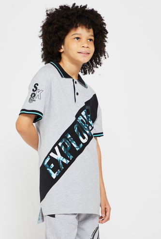 Text Print Asymmetric Cut and Sew Polo T-shirt with Short Sleeves