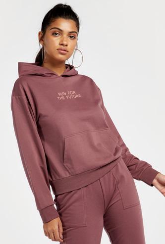 Typographic Print Long Sleeves Hoodie with Kangaroo Pockets