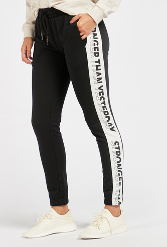 Printed Mid-Rise Joggers with Drawstring Closure and Pockets