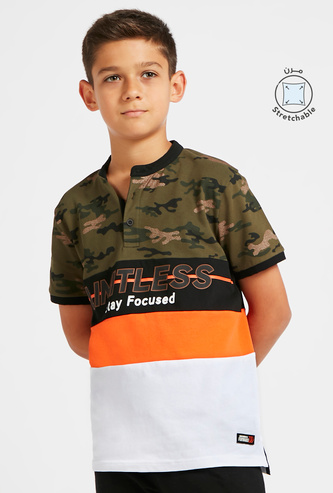 Camo Print Henley T-shirt with Short Sleeves