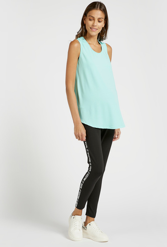 Slim Fit Solid Mid-Rise Maternity Leggings with Text Side Print
