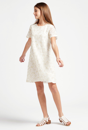 فستان إيه لاين بياقة مستديرة وأكمام قصيرة وطبعات وتفاصيل دانتيل