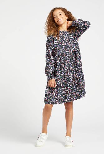 فستان بطول الركبة بأكمام طويلة وطبعات أزهار