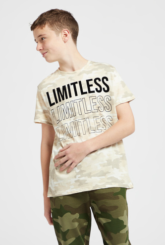 Camouflage Print T-shirt with Crew Neck and Short Sleeves