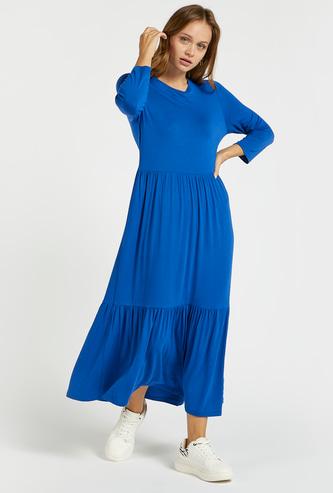 فستان طويل سادة متعدّد الطبقات مع أكمام طويلة