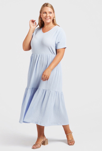 Textured Tiered Midi Dress with V-neck and Short Sleeves