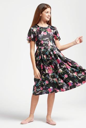 فستان متوسط الطول بطبعات أزهار وأكمام قصيرة وياقة مستديرة