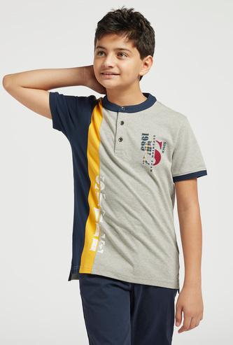 Printed Mandarin Collar Polo T-shirt with Short Sleeves