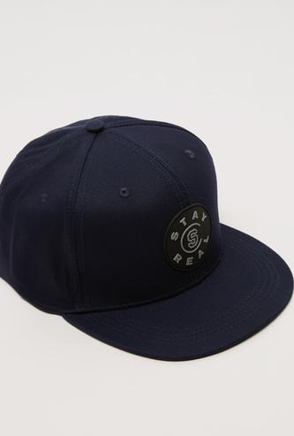 قبعة كاب بشريط إغلاق لاصق وتفاصيل مزخرفة