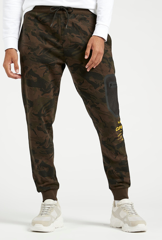 Slim Fit Camouflage Print Mid-Rise Jog Pants with Drawstring Closure