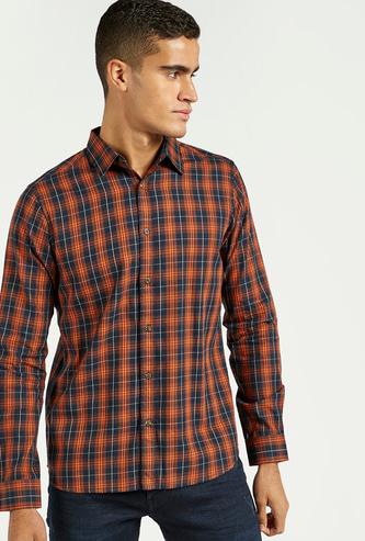 قميص مربعات بقصّة سليم وياقة عاديّة وأكمام طويلة