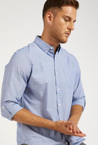 قميص سادة بأكمام طويلة وياقة بأزرار