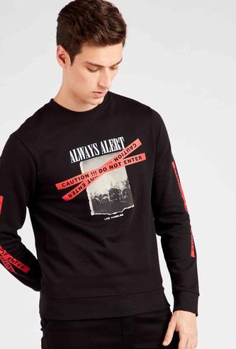 Slim Fit Graphic Print Sweatshirt with Long Sleeves