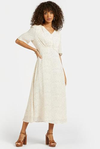 فستان ميدي إيه لاين بياقة V وأكمام قصيرة وطبعات