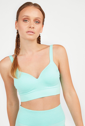 Slim Fit Solid Sports Bra with Hook and Eye Closure
