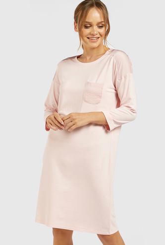 قميص نوم سادة بياقة مستديرة وأكمام طويلة